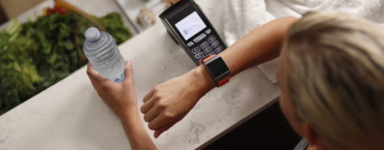 Visa Bringt Kontaktloses Bezahlen Mit Smartwach Fitbit Ionic In Die Schweiz
