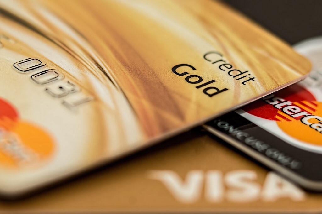 Kreditkarte beantragen und sicher kontaktlos bezahlen