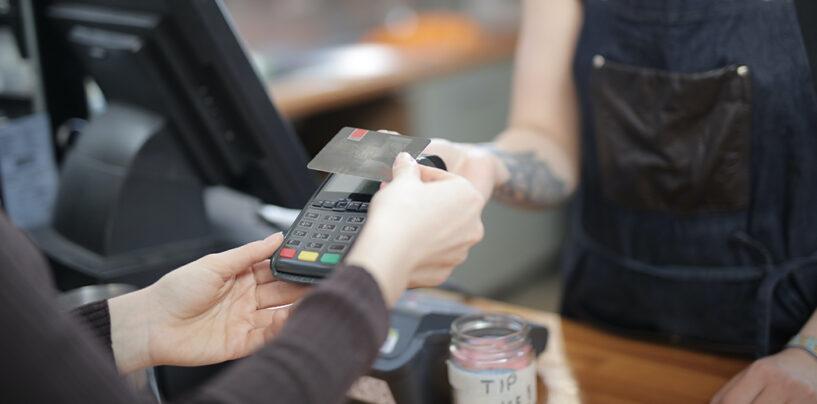 So geht's: Kreditkarte beantragen und sicher kontaktlos bezahlen